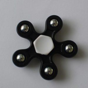 fidget spinneri musta